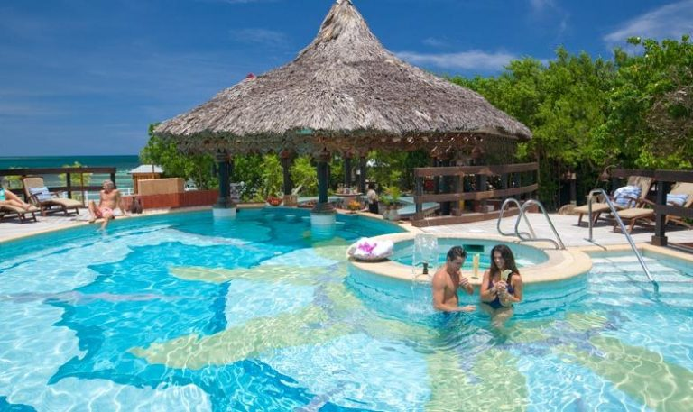 Sandals-Royal-Caribbean-Pool-and-Swim-Up-Bar
