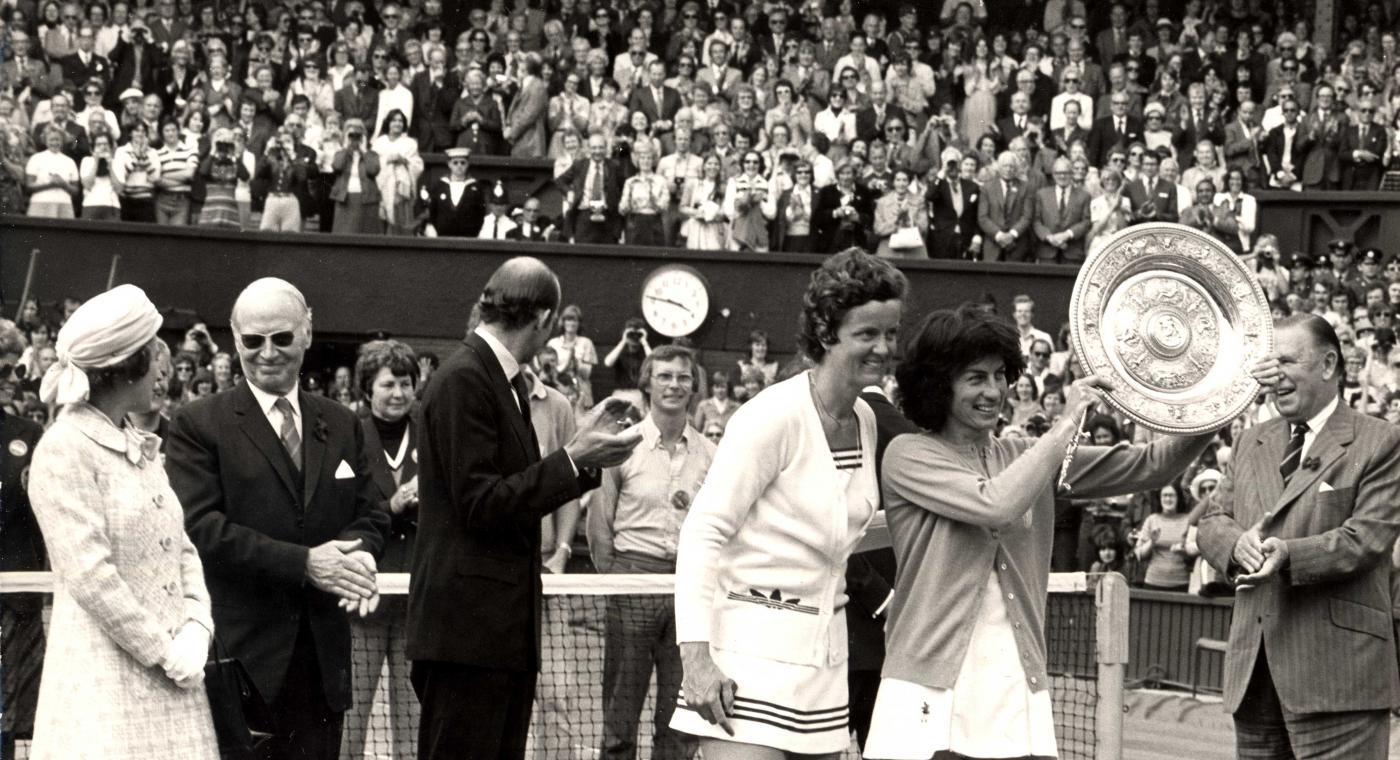 irgina Wade wins Wimbledon 1977